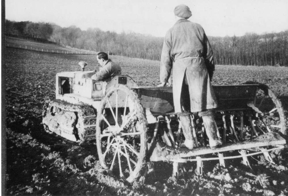 Caterpillar tractor drilling barley on clay, Oveny Green c. 1950.JPG