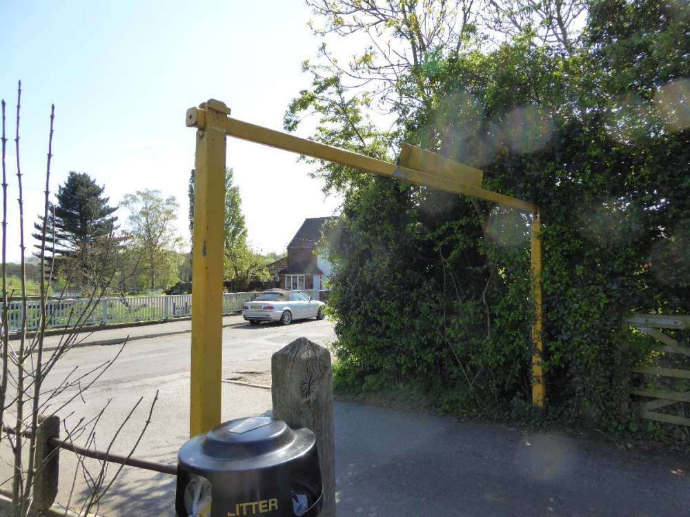 Barrier - Chipstead Rec.JPG